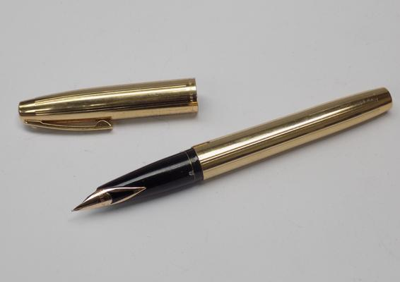 Sheaffer fountain pen - gold plated with 14ct gold nib. USA