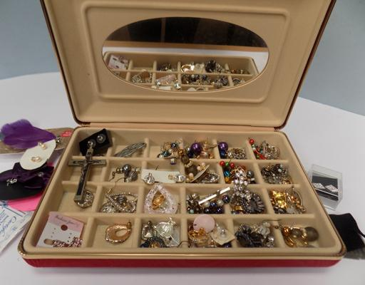 Box of costume jewellery, incl. earrings