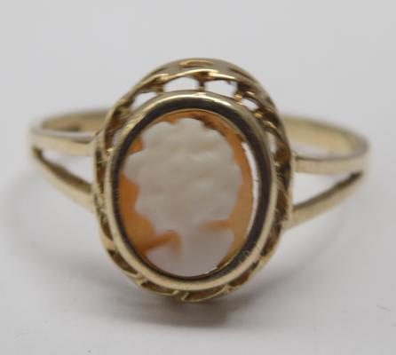 9ct gold Cameo ring - size p 3/4