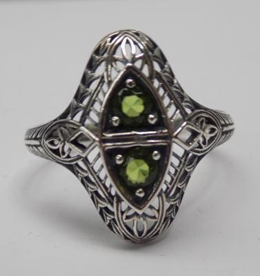925 Silver vintage style filigree peridot ring