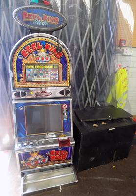 Fruit machine  & stand. Takes old coins. No key. Sold as seen