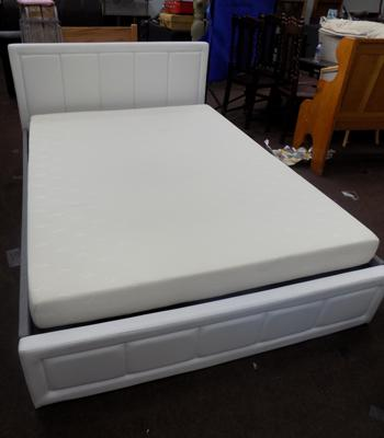 Double hydraulic storage bed, with mattress, like new