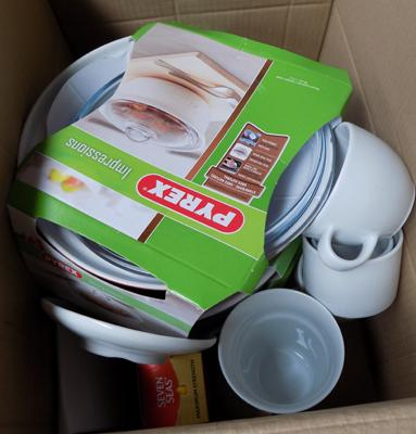 Box of items incl. Pyrex
