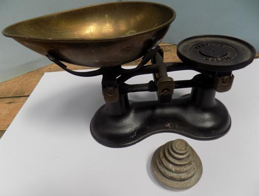 Set of Victor weighing scales and weights