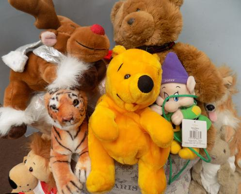 Box of soft toys, incl. Pooh, Tigger & Dopey