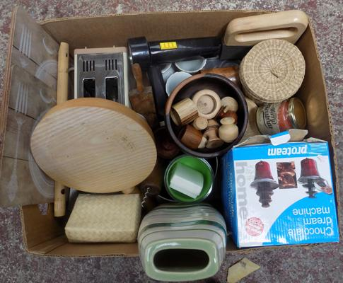 Mixed items including treen