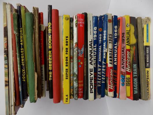 Large selection of vintage annuals, incl. Beezer, Popeye, Hurricane