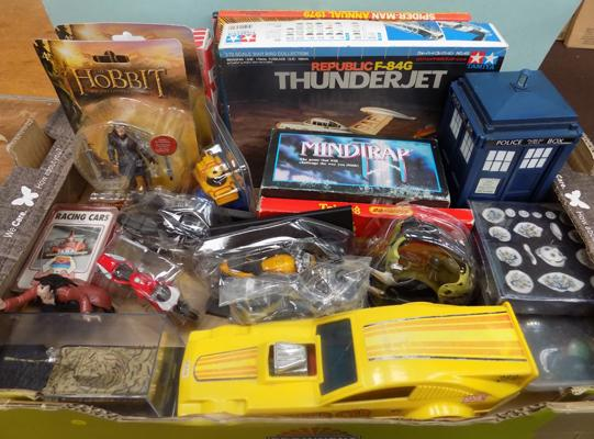 Box of collectable items
