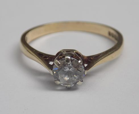 9ct gold solitaire ring - size L1/2