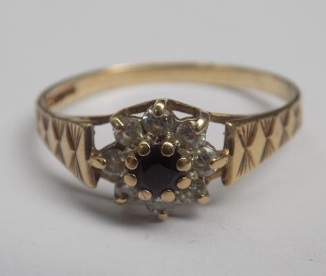 9ct gold sapphire cluster ring - size R1/2