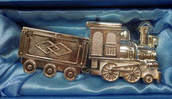 Boxed silver plated train & carriage, mint condition