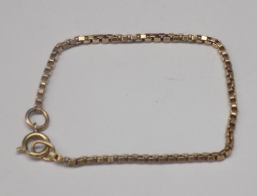9ct Gold unusual style bracelet, box chain