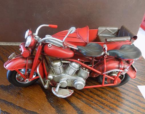 Tin plate motorbike + side car (red)