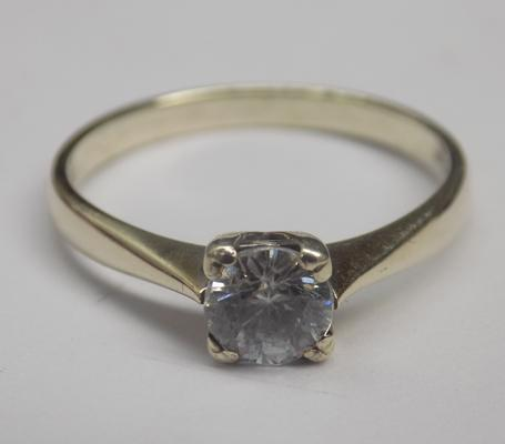 9ct white gold solitaire - size L