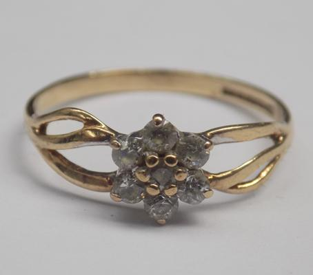9ct gold cluster ring - size N