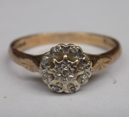 9ct gold diamond ring, one stone missing