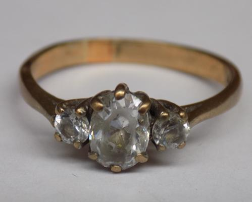 Vintage 9ct gold clear stone ring, 2.6 grams