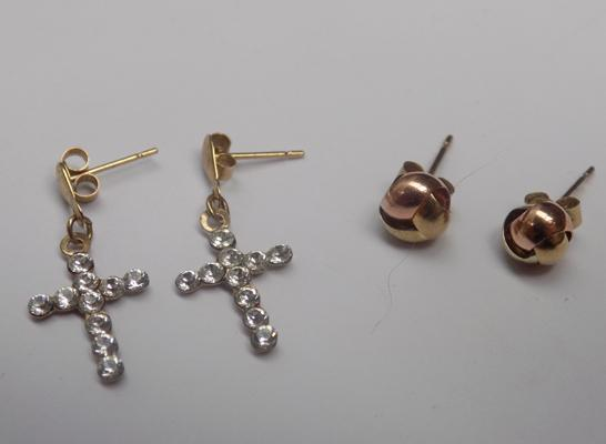 2 pairs of 8ct gold earrings - cross and bau