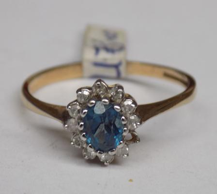 9ct gold aquamarine & diamond ring - approx. M 1/2, one stone missing