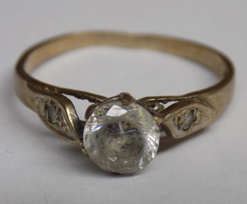 Vintage 9ct gold clear stone ring