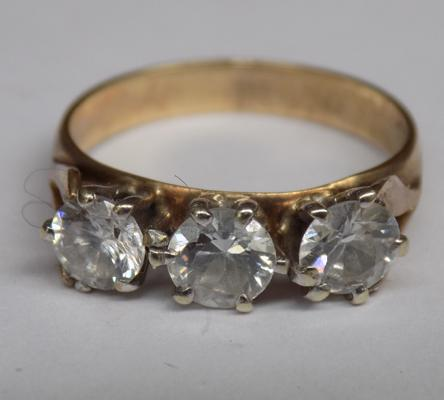 Vintage 9ct gold clear stone trilogy ring, 2.75 grams