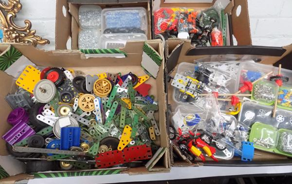 Large selection of Meccano and Meccano type building pieces