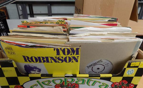 Box of vinyl singles mainly 1960's/ 70's