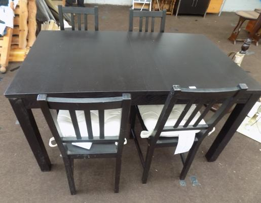 Extending table & four chairs