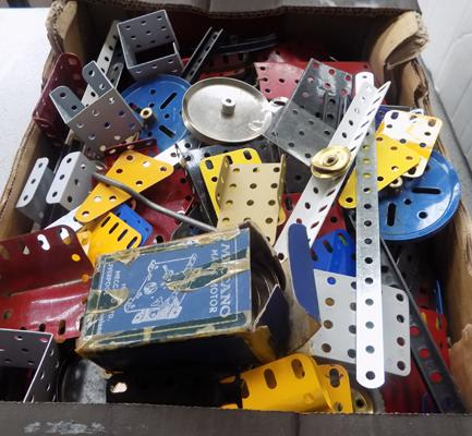 Large selection of vintage Meccano pieces incl. Meccano 'magic motor' in box