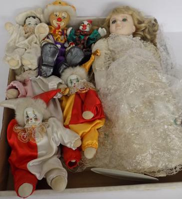 Tray of collectable dolls