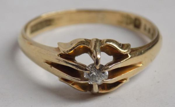 18ct Gold diamond solitaire signet style ring-Chester hallmark size T