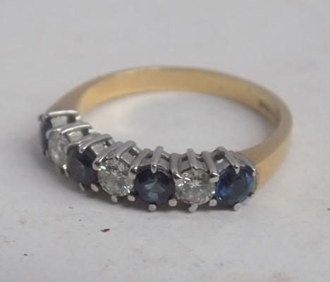 Stunning 18ct gold sapphire & diamond ring-approx size N1/2