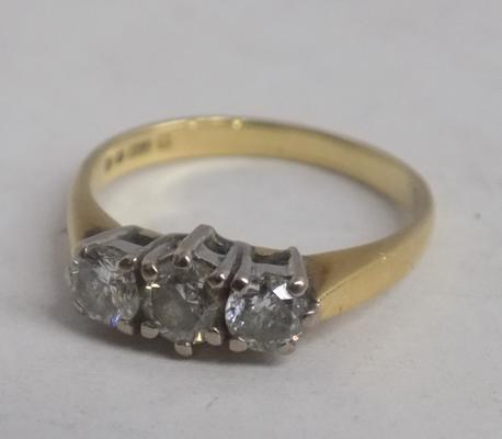 Vintage 18ct gold diamond trilogy ring