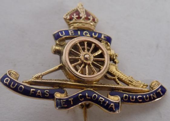 9ct Gold & enamel Royal Artillery brooch