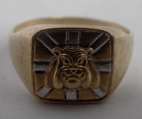 Solid 9ct gold British bulldog ring approx size O1/2