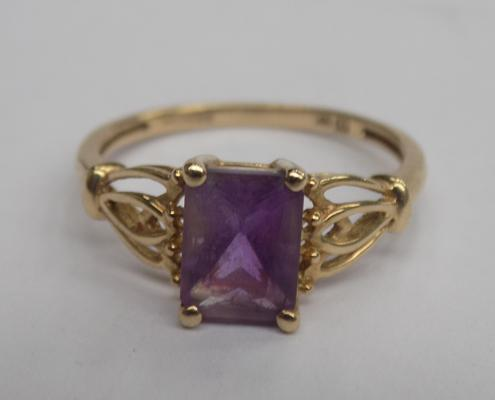 9ct Gold 1.50ct ladies amethyst ring approx size Q