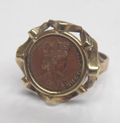 Rare German 333/8ct gold Queen Elizabeth II coin ring approx size L1/2
