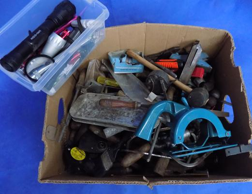 Box of tools incl. flashlights