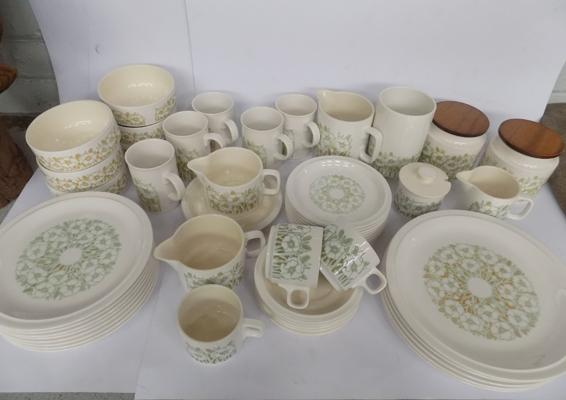 Hornsea 'Fleur' dinner set, incl. storage jars, utensil pot, jugs, mugs, sugar dish etc...