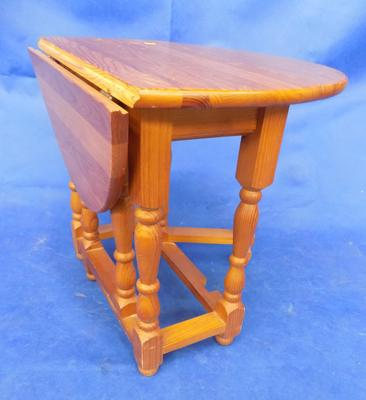"Pine drop leaf table - small, 19"" high"