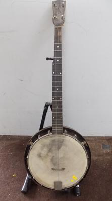 Six string banjo - needs stringing