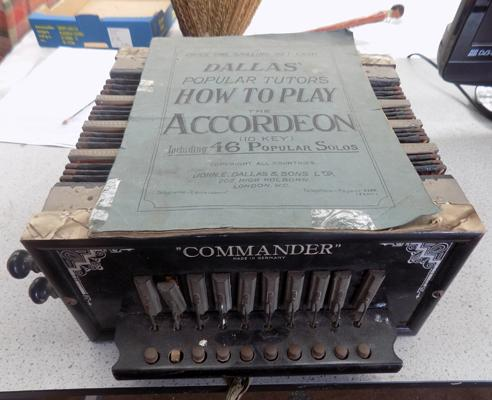 Commander accordion + book