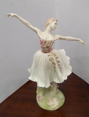 Large Limited Edition Coalport 'Dame Antoinette Sibley' by John Bromley, 962 out of 5000, perfect, no chips or cracks