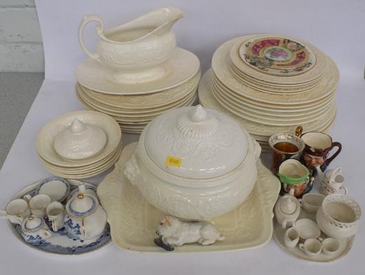 Selection of Wedgwood plates and other pieces