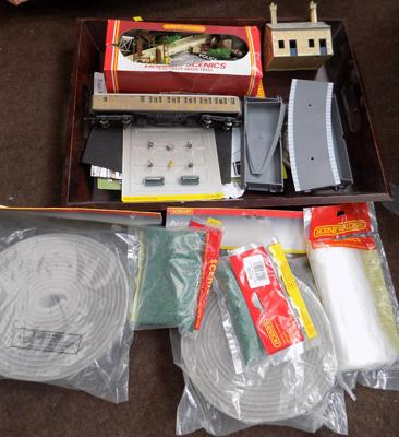 Selection of Hornby items, incl. carriages & scenery