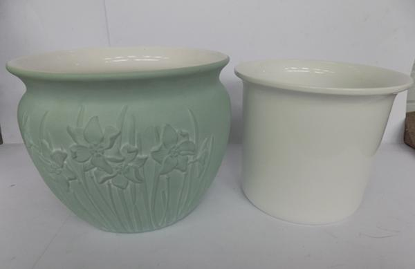 Large planters - green - 23cm high, 29cm diameter - white - 21cm high, 25cm diameter