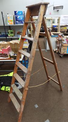 Wooden step ladder (pine)