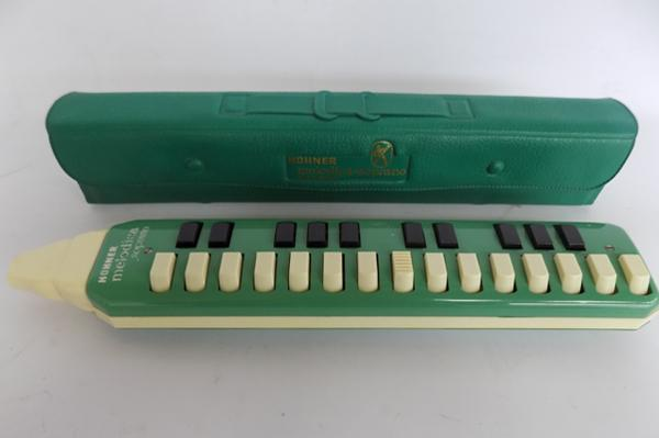 Vintage hohner melodica with instructions