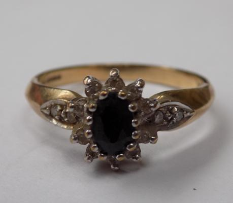 Vintage 9ct gold sapphire & diamond ring - approx. 3 grams