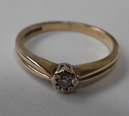 9ct gold diamond solitaire - size P 1/2